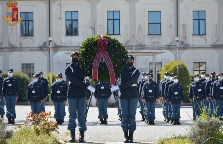 La Polizia festeggia il suo 169° anniversario, deposta una corona d'alloro alla scuola di Vibo