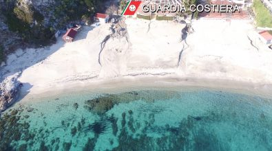 Sulla spiaggia di Grotticelle demoliti 11 manufatti abusivi su 13 – Video