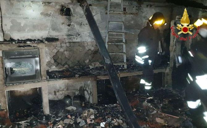 Paura a Gerocarne, incendio coinvolge abitazione: evacuate due famiglie