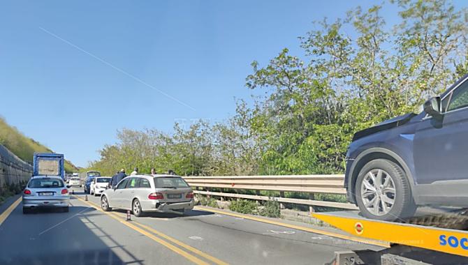 Incidente nei pressi dello svincolo di Sant'Onofrio: coinvolte due auto