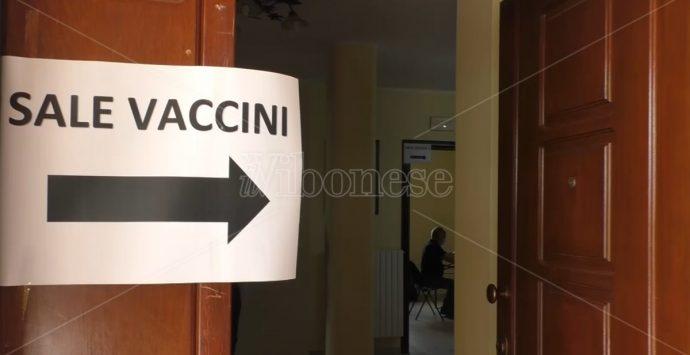 Vaccini: l'Asp di Vibo attiva il servizio per l'aggiornamento della tessera sanitaria