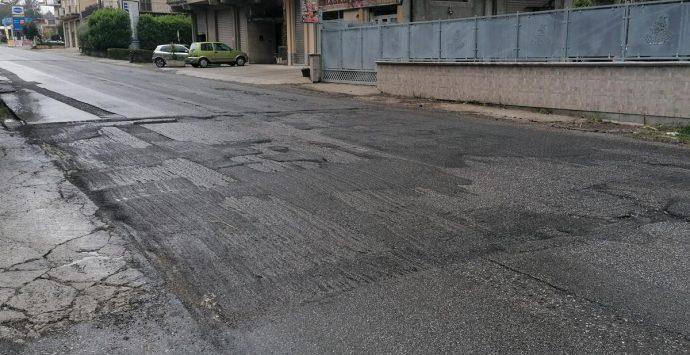 """Mesiano: strada """"colabrodo"""", Provincia e Comune si rimpallano le responsabilità"""