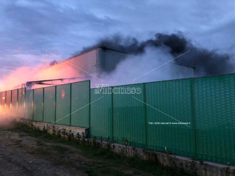 Incendio discarica a San Nicola da Crissa, il sindaco: «Pronti a dare una mano»