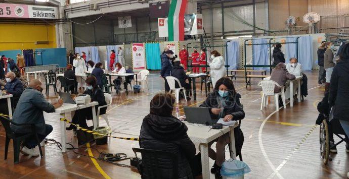 Covid, Città futura: «Vaccini ai commercianti e passaporto vaccinale»