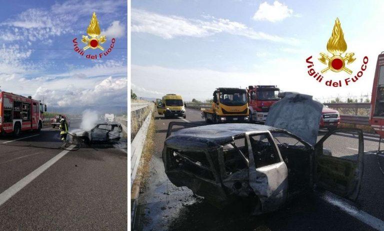 Incidente mortale sull'A2, auto in fiamme e traffico bloccato in direzione Nord
