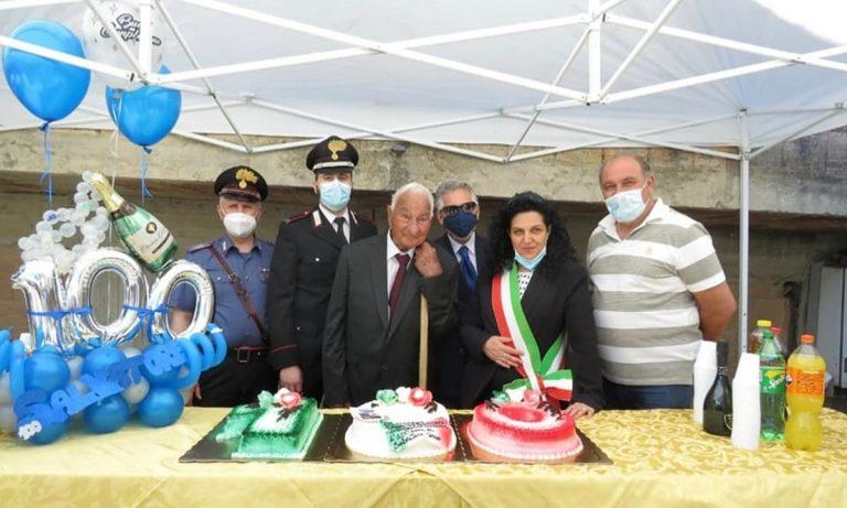 Arzona di Filandari in festa per i cento anni di nonno Salvatore