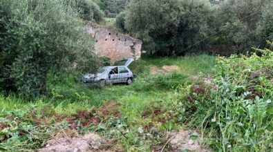 Incidente tra Cessaniti e Pannaconi, auto finisce fuori strada