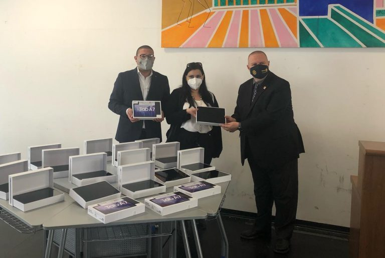 Il Rotary dona 28 tablet agli studenti vibonesi in condizioni disagiate