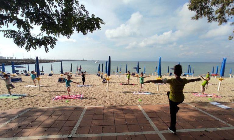 """Vibo Marina, lezioni di ballo in spiaggia per il progetto danza """"d'A…mare"""" – Video"""