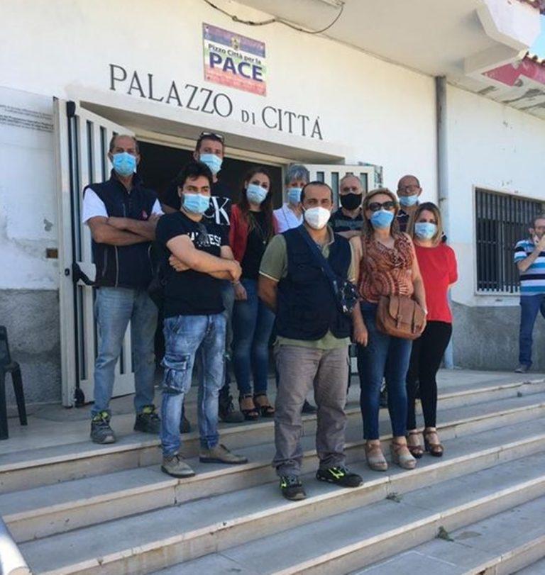 Pizzo, i tirocinanti in servizio al Comune: sì allo sciopero bianco