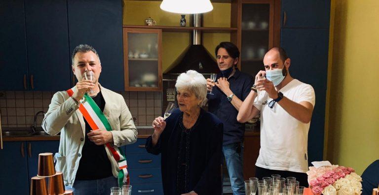 Stefanaconi, l'intera comunità festeggia i cento anni di nonna Grazia