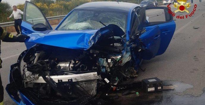 Incidente stradale sulla Trasversale, feriti due ragazzi di Serra San Bruno
