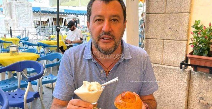 Salvini in Calabria: granita a Pizzo prima di affrontare i dirigenti della Lega