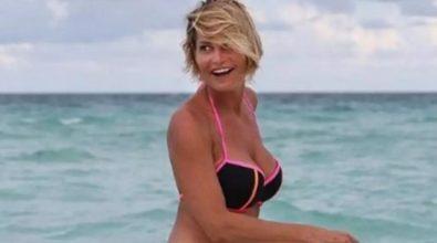 Simona Ventura in vacanza a Tropea: la perla del Tirreno sempre più meta dei vip -Video