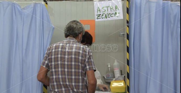 L'Asp di Vibo continua a somministrare Astrazeneca, ma solo per i richiami -Video