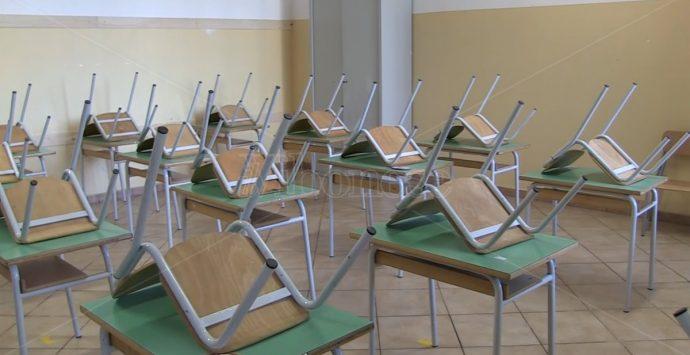 Green pass a scuola, la dirigente: «Sì, ma non obbligatorio» – Video