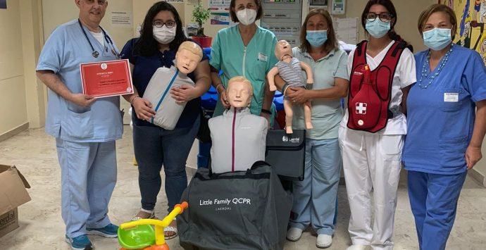 Ospedale di Vibo, Pediatria: il Leo Club dona al reparto un kit di attrezzature
