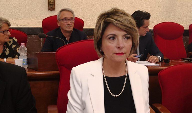 Vibo, la candidata alla Regione Nesci chiede le dimissioni del sindaco: «È incapace ad amministrare»