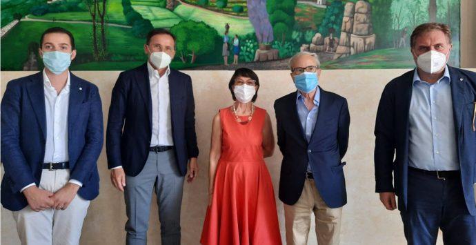Amalia Bruni in visita nel paese più povero di Italia: «Nessuno resterà indietro»