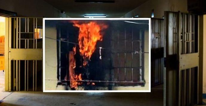 Paura al carcere di Vibo Valentia, detenuti danno alle fiamme le celle