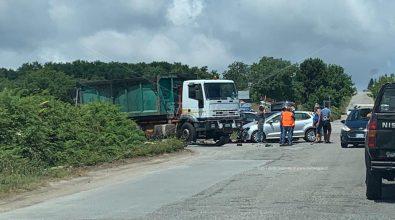 Incidente stradale al bivio di Zungri, camion si scontra con un'utilitaria