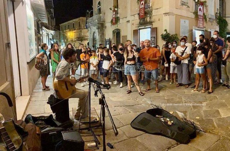"""Musicisti multati, maltrattati e allontanati da Tropea per aver """"osato"""" suonare in strada"""