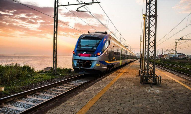 Turismo, nuovi servizi treno e bus per raggiungere anche le spiagge del Vibonese