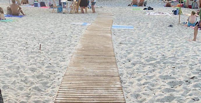 Vibo Marina, passerelle per l'accesso al mare dei disabili: Bruni tranquillizza