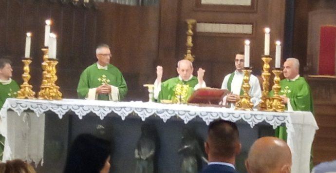 Diocesi Mileto, prima messa di monsignor Oliva: «Sto soffrendo con voi»