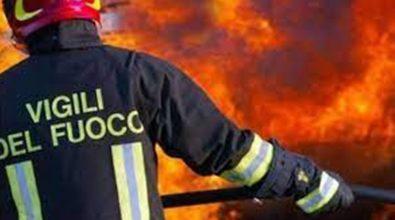 Incendio a Pizzo, le fiamme minacciano un supermercato: intervenuto mezzo aereo
