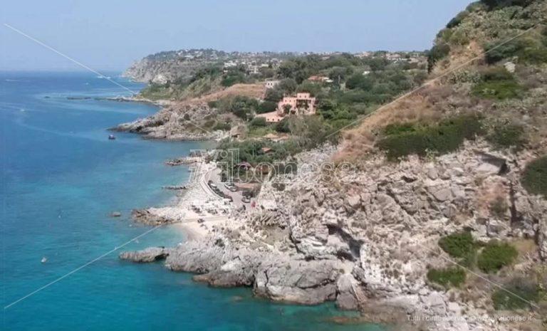 """Alla scoperta della Costa degli dei, Coccorino tra la """"spiaggia dell'ippopotamo"""" e vecchie cave di sale – Video"""