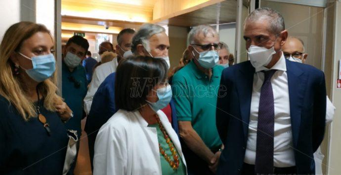 Il sottosegretario Costa a Tropea: «L'obiettivo del Governo è restituire la sanità ai calabresi» – Video