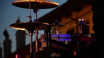"""Filadelfia, il percussionista Miroglio apre i concerti """"A lume di candela"""""""