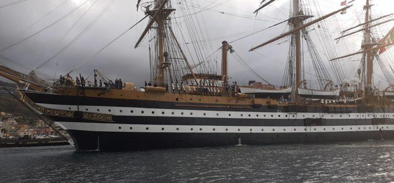 """La nave scuola """"Amerigo Vespucci"""" è entrata nel porto di Vibo Marina"""