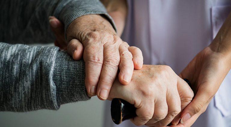 Assistenza anziani non autosufficienti in 15 comuni del Vibonese: ecco bando e requisiti