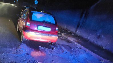 Vibo, maltempo: intrappolati all'interno della propria auto circondata dall'acqua