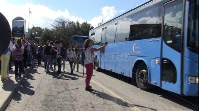 Vibo Marina, studenti lasciati a piedi: scatta la protesta delle mamme