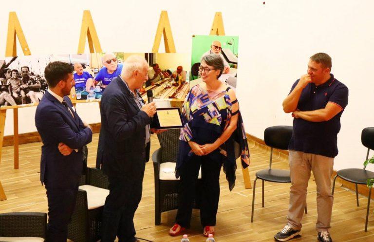 Monterosso Calabro, l'amministrazione premia il dottore Talesa