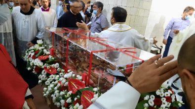Beatificazione don Mottola, i resti traslati nel nuovo sepolcro – Video