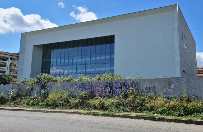 Nuovo teatro comunale di Vibo: ancora in alto mare i lavori di completamento dell'opera