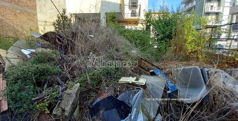 Cancello Rosso, quel giardino privato a Vibo trasformato in una discarica abusiva