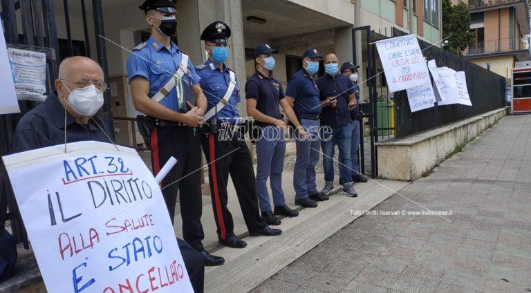 Sanità nel comprensorio di Nicotera, manifestazione dinanzi all'Asp di Vibo