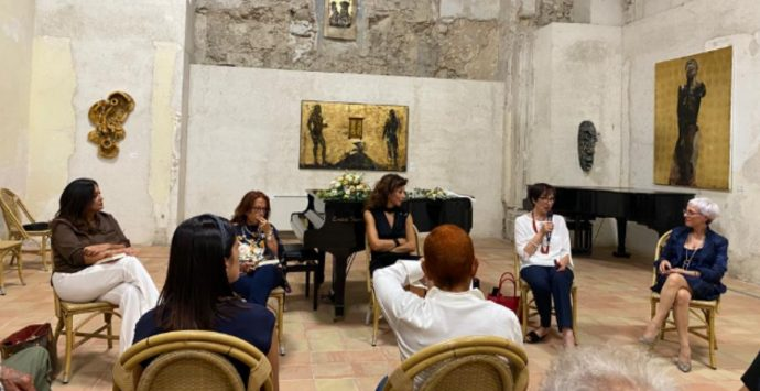 Donne che fanno la differenza, a Tropea la presentazione del libro di Lella Golfo -Video