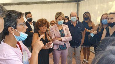 Scuola nelle tende nella frazione Portosalvo di Vibo, la protesta dei genitori – Video