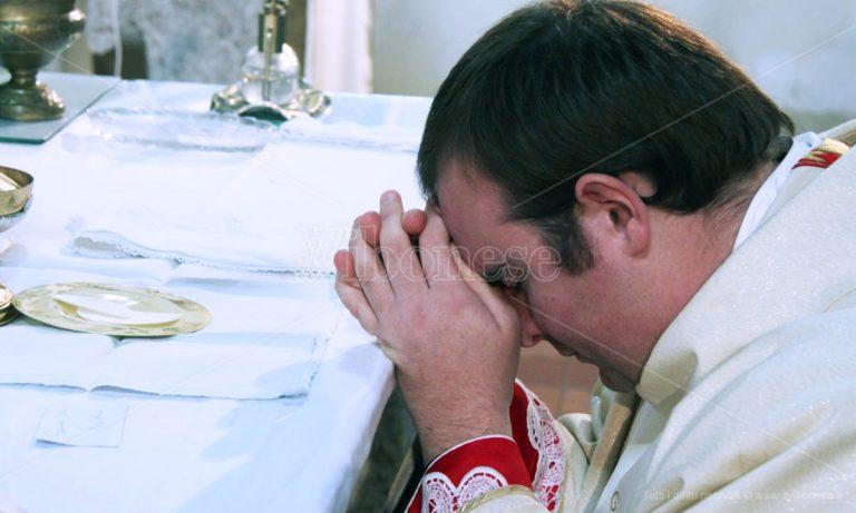 Il racconto del miracolato: «Così don Mottola mi ha guarito» -Video