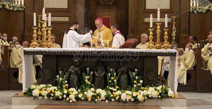 Il nuovo vescovo di Mileto si presenta ai fedeli: «I figli educano i genitori ad amare» -Video