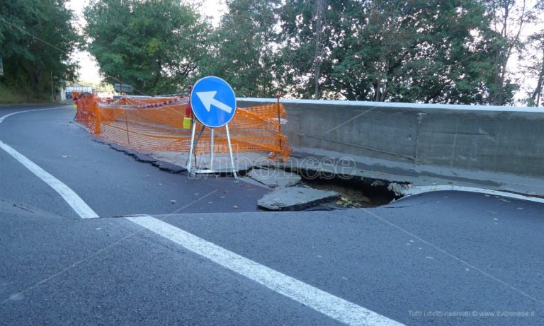Strada crollata a Longobardi, il Codacons chiede conto al Comune: «E adesso chi paga?» -Video