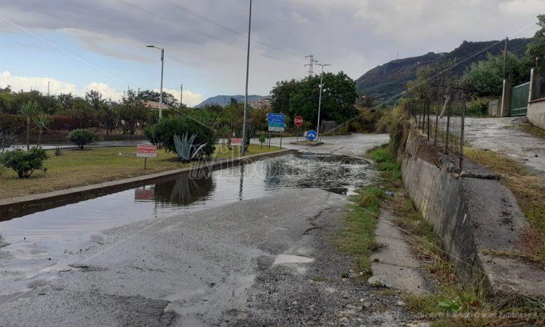 Strada nuovamente allagata al bivio di Longobardi, l'appello dei cittadini