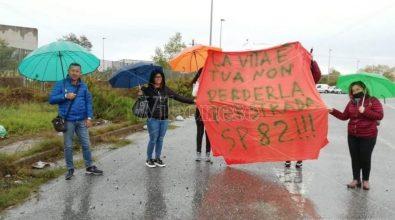 A Cessaniti crolla la strada. Le mamme: «Intervenite o sarà una tragedia» – Video