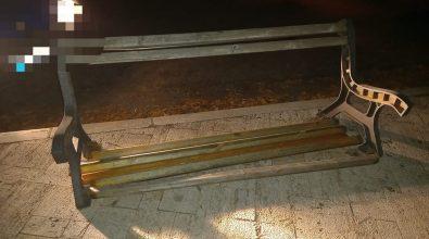 Vandali in azione a Nicotera: danneggiate panchine su viale San Francesco